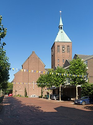 Weeze - Image: Weeze, katholische Pfarrkirche Sankt Cyriakus Dm 8 foto 42016 08 24 17.06
