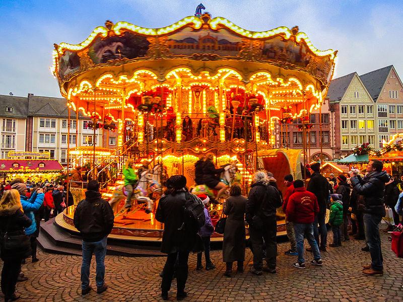 File:Weihnachtsmarkt Frankfurt 2014 (16087776405).jpg