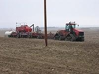 trattori e trattori agricoli stradali gommati cingolati  200px-Wheat_Planting_Rig_May_2007