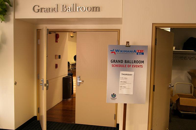 File:Wikimania grand ballroom 12.07.2012 19-49-04.jpg