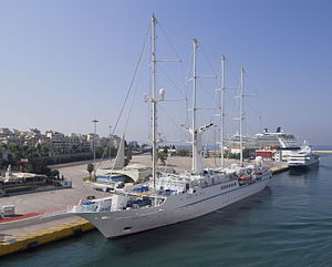 Wind Star in Piraeus 2974.jpg
