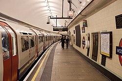 WoodGreen - Train in westbound platform after (4570796143).jpg