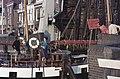 """""""Elizabeth, boot van het jaar"""" uit Alkmaar passeert geopende Rotorenbrug Tussen ongeveer de jaren 19 - RAA-DMGA-00854 - RAA Elsinga.jpg"""