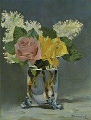 Roses et lilas dans un vase