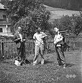 Člani ekipe na poti domov 1963.jpg