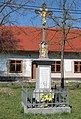 Řícmanice, Masarykovo nám., kříž (2017-04-10; 01).jpg