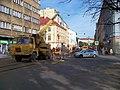 Štefánikova, rekonstrukce TT, u Arbesova náměstí, autojeřáb.jpg