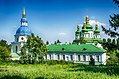 Комплекс споруд Видубицького монастиря, дзвіниця та Георгіївський собор - вид з ботанічного саду.jpg