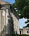 Коринфські капітелі на пілястрах палацу Потоцьких в Бродах.jpg