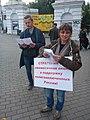 Ольга Иванцева в пикете за политзаключенных Екатеринбург 6 сентября 2019 года.jpg