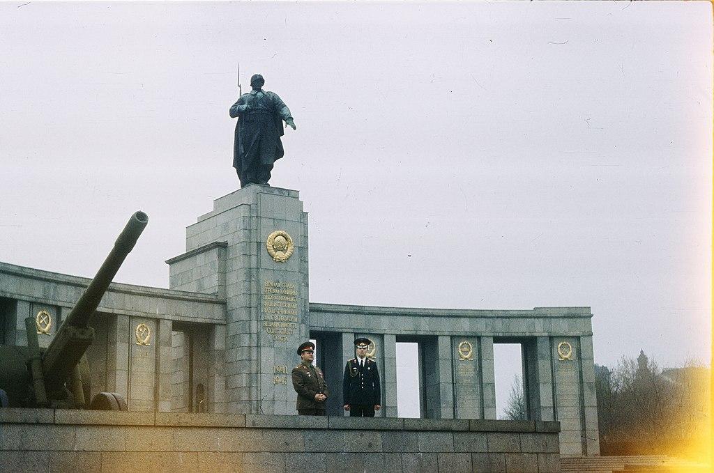 Mémorial soviétique au parc du Tiergarten à Berlin.