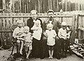 Семья Аввакумовых на прииске П.О. Корево.1914.JPG
