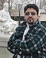آرمان آرین در کنار مقبره حکیم توس.JPG