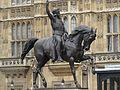 تمثال في لندن.jpg