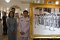 นายกรัฐมนตรีและภริยาชมนิทรรศการและลงนามถวายพระพรชัยมงค - Flickr - Abhisit Vejjajiva.jpg