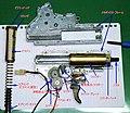 これは、エアーソフトガンの、メカボックスというギアなどが入った機械です。- 2014-04-19 23-45.jpg