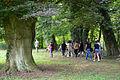 008d04l Pressekonferenz WasserKunst Zwischen Deich und Teich, im historischen Park vom Edelhof Ricklingen pilgern die Geladenen weiter zu der Arbeit AMMONSHORN des Künstlers Harro Schmidt.jpg