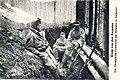 01915 Ukrainische Feldwache mit dem Karabiner vor einem Bunker in Sławsko (Feldpost, Karpathen).jpg