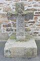 05 Plouvien Croix ancienne près du monument des fusillés.JPG