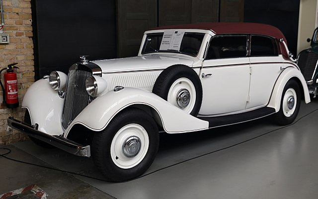 1936 Horch 830BL Cabriolet front left, Classic Remise