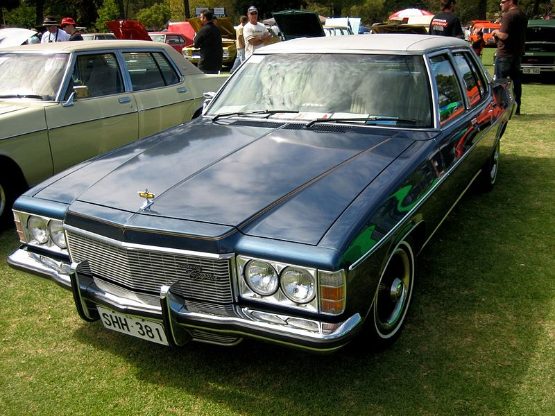 800px-1976-1977_Statesman_HX_Caprice_sedan_01.jpg