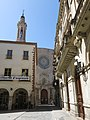 197 Plaça del Blat (Valls), amb Can Segarra, l'església de Sant Joan i la Casa de la Vila.jpg