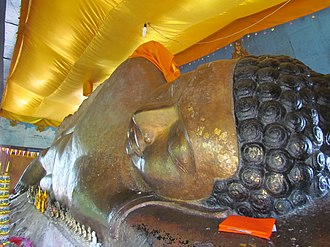 Phnom Kulen National Park - Statue of the reclining Buddha in Wat Preah Ang Thom.