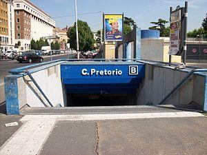 Castro Pretorio (Rome Metro) - Image: 2012 07 04 Roma Metro B Castro Pretorio scalinata
