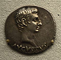 201209071750b Berlin Pergamonmuseum, Denar des Augustus, VS AVGVSTVS, FO Pergamon, kaiserzeitlich, RS ARMENIA CAPTA, 19-18 v.u.Z.jpg