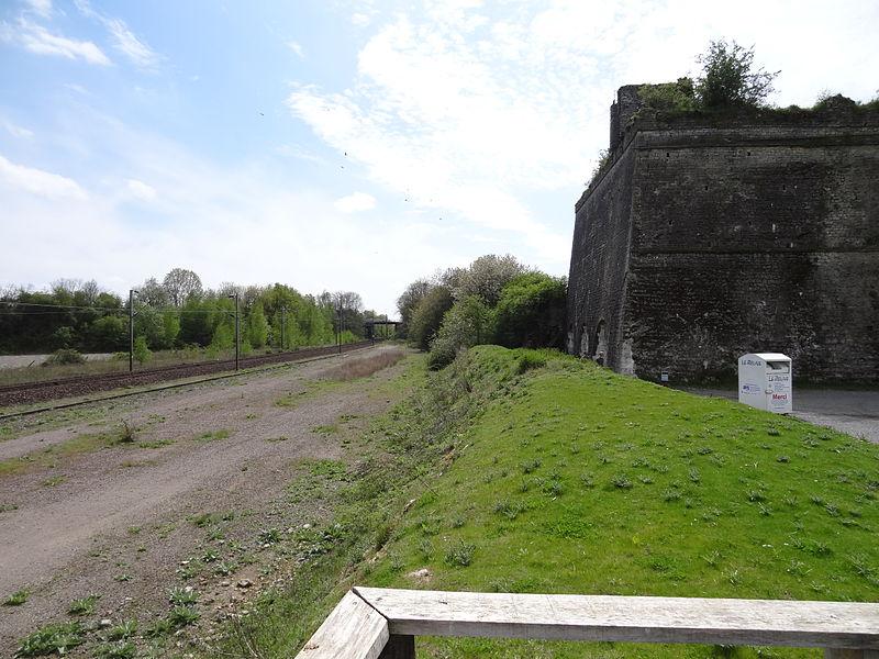 Vue des fours à chaux en sortie de la gare de Louverné (Mayenne)