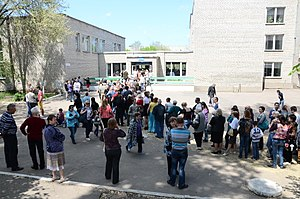 Donbass status referendums, 2014 - A line to enter a polling place in Donetsk city, 11 May