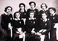 207 Museu d'Història de Catalunya, foto de grup, classe de les noies.JPG