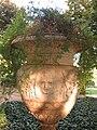22 Jardins del palau de Pedralbes (Barcelona), gerro.jpg