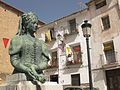58 Plaza de las Monjas, monument a Maria de Luna.jpg