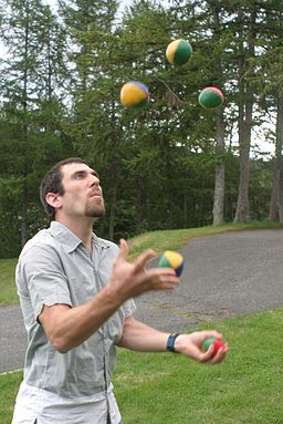 5 ball juggling
