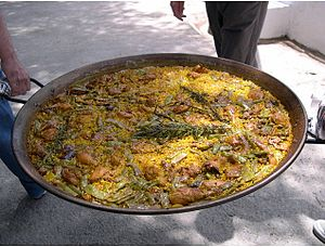 English: paella Español: paella