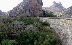 Açude Cedro - Barragem principal.jpg