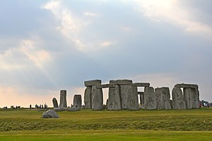A view of Stonehenge from the east.jpg