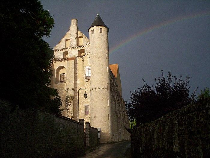 http://upload.wikimedia.org/wikipedia/commons/thumb/8/8f/Abbaye_Saint-S%C3%A9verin_(1).jpg/700px-Abbaye_Saint-S%C3%A9verin_(1).jpg