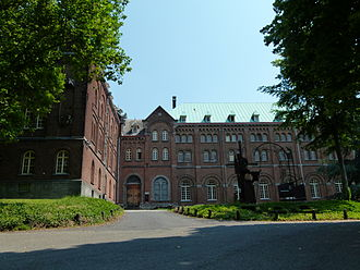 Keizersberg Abbey - Front view of the abbey