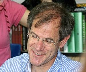 Abel Antón - Image: Abel Antón (Feria del Libro de Madrid, 6 de junio de 2008)