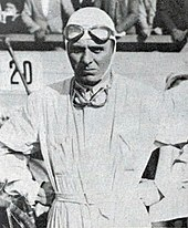 Photo en portrait d'Achille Varzi en tenue de pilote