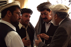 Gul Agha Sherzai - Sherzai speaking in 2009 with the governors of Nuristan, Laghman and Kunar province.