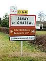 Ainay-le-Château-FR-03-panneau d'agglomération-4.jpg