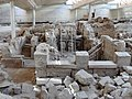 Akrotiri Ausgrabungsstätte 092.jpg