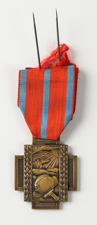 Fire Cross 1914–1918 - Fire Cross with alternative rendering of the obverse design