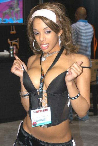 403px-Alicia_Tyler_at_AEE_2007_Thursday_1.jpg