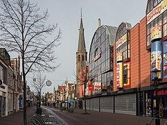 Alkmaar, straatzicht De Laat met de voormalige Domuskerk foto7 2014-12-26 11.52