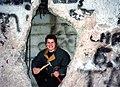 Andree Werder im November 1989 als Mauerspecht an der Berliner Mauer.jpg