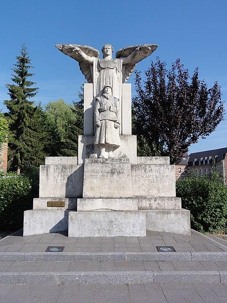 Avesnes-sur-Helpe monument aux morts